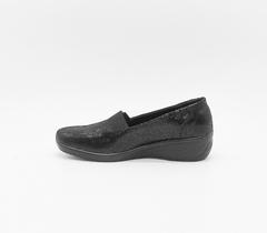 Черные туфли на танкетке