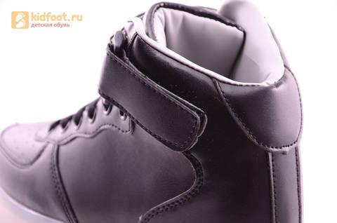 Светящиеся высокие кроссовки с USB зарядкой Fashion (Фэшн) на шнурках и липучках, цвет черный, светится вся подошва. Изображение 8 из 22.