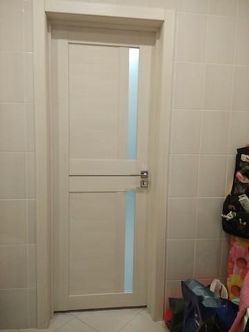 Фактическая фотография установленной двери