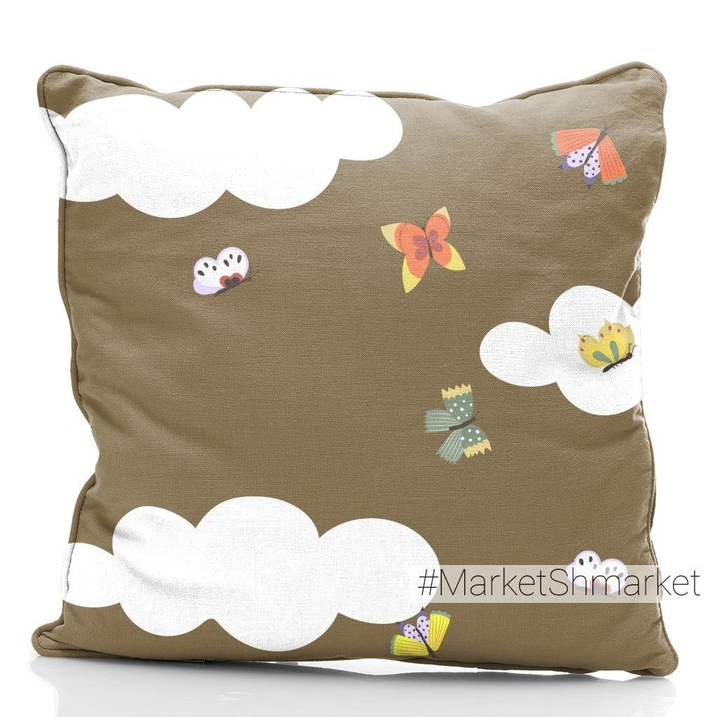 Милое коричневое небо с облаками и бабочками