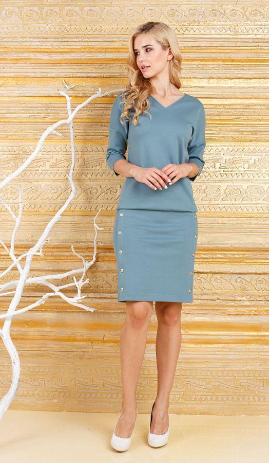Платье З268-462 - Комфортное и практичное платье из плотного, качественного трикотажа. Спущенная линия плеча и V-образный вырез горловины, эффектно подчеркнут линю плеч. Отрезная юбка с заниженной талией, позволяет регулировать длину, а планка с пуговицами по баком сделают бедра, визуально стройнее.