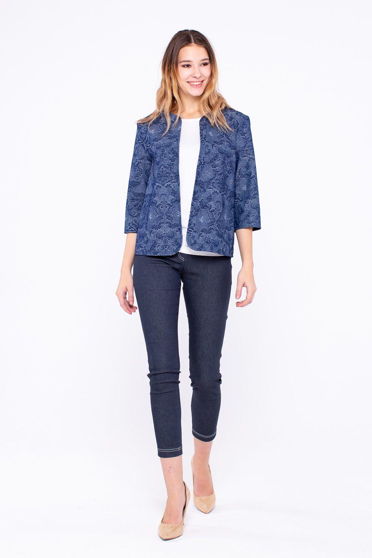 Жакет Д493-194 - Красивого синего цвета жакет с цветочным принтом - удобная и практичная вещи на разные случаи жизни. Он прекрасно подходит для прогулки в прохладные вечера весной и летом. Благодаря удобному прямому силуэту хорошо сидит на любой фигуре. Лучшее дополнение для такого жакета - однотонные светлые или соответствующего темного оттенка топы и футболки, джинсы-скинни и прямые брюки классической длины. Универсальная вещь для вечеринки или неформальной встречи.