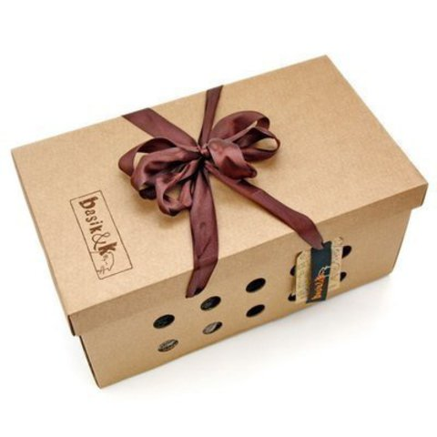 коробка кота Басика в ушанке