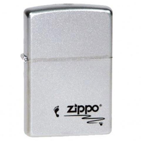 Зажигалка ZIPPO Classic Satin Chrome™ с изображением отпечатка ноги и надпись Zippo ZP-205 Footprints