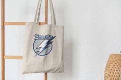 Сумка-шоппер с принтом Тампа-Бэй Лайтнинг (NHL Tampa Bay Lightning) бежевая 004
