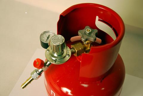 Газовый редуктор GOK M50-V/ST, выход 35º с манометром. Композитный баллон. Штуцер
