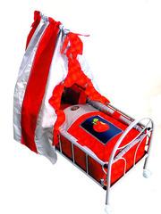 Gulliver Кроватка на колесиках для куклы  (красная с яблочком) со светящимся логотипом (548)