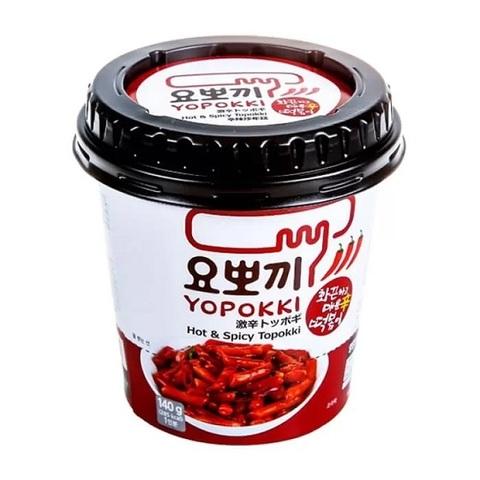 Рисовые клёцки токпокки Young Poong Hot Spicy Topokki с острым пряным соусом в стакане 120 гр