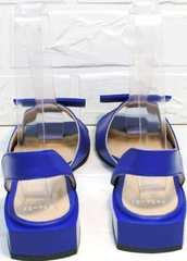 Модельные босоножки на небольшом каблуке Amy Michelle 2634 Ultra Blue.