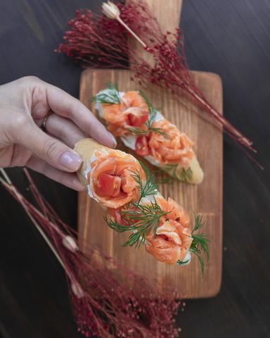 Брускетты с соленым лососем 120г