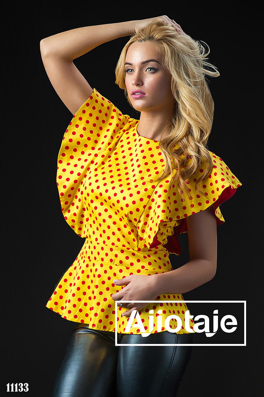 Желтая блузка в горошек с воланами