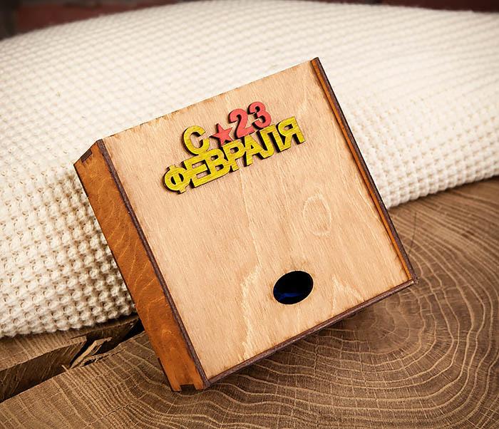 BOX213-2 Коричневая подарочная коробка ко Дню Зщитника Отечества (17*17*7 см) фото 03