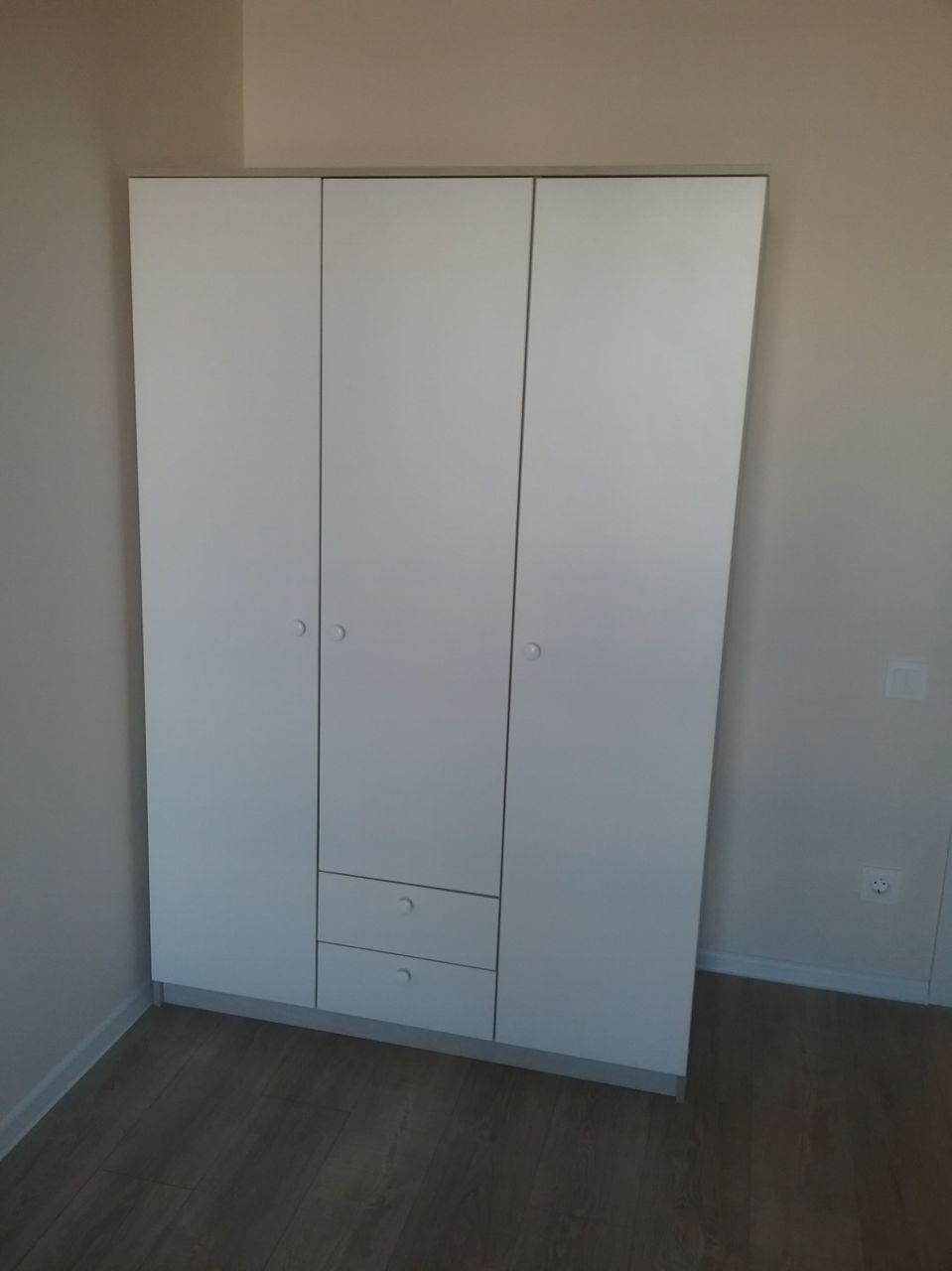Шкаф трехстворчатый
