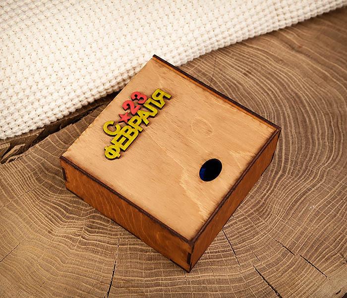 BOX213-2 Коричневая подарочная коробка ко Дню Зщитника Отечества (17*17*7 см) фото 05