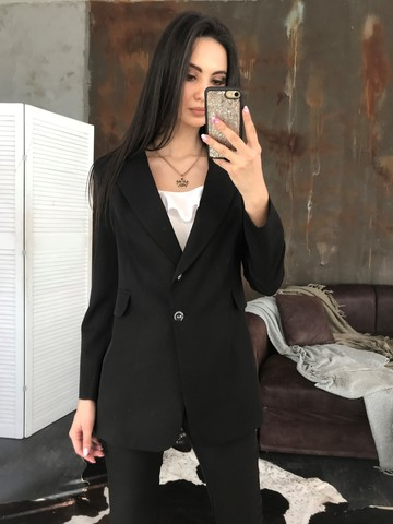 Класичний піджак на ґудзиках. Чорний
