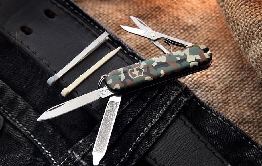Складной нож-брелок Victorinox Classic Camouflage (0.6223.94) 58 мм., 7 функций, камуфляжная расцветка
