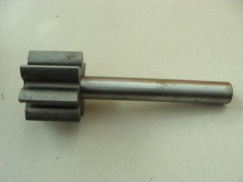 Валик с шестерней масленого насоса дв.ЗМЗ-402