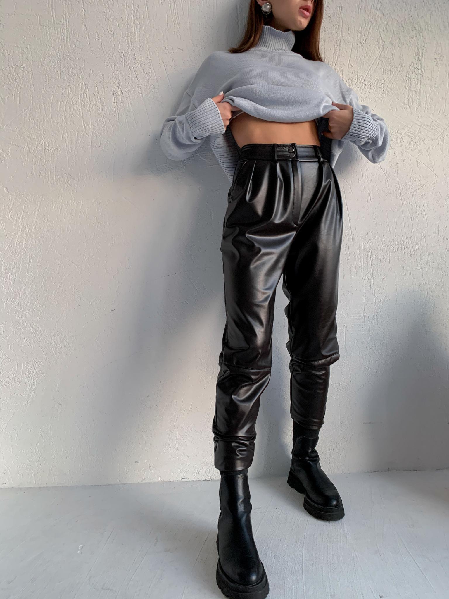 Утепленные брюки с защипами из кожи (темно-коричневый)