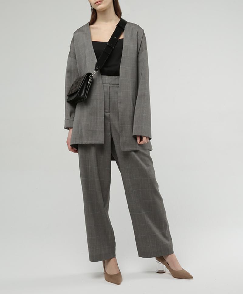 костюм-серый-с-сумкой