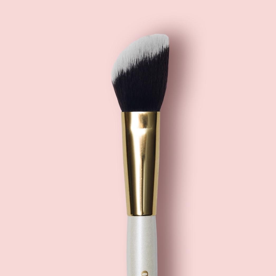 Oh My brush Angeled contouring brush 103