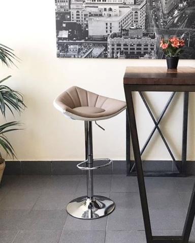Барный стул Dana/Дана (стул стилиста/бровиста/кухонный)