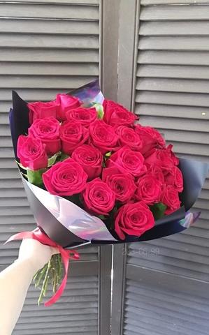 25 красных роз Рэд Наоми 60 см в оформлении (PBFlora) #16555