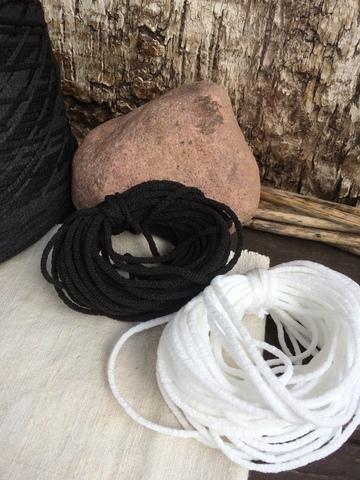 Резинка вязаная 2мм, белый