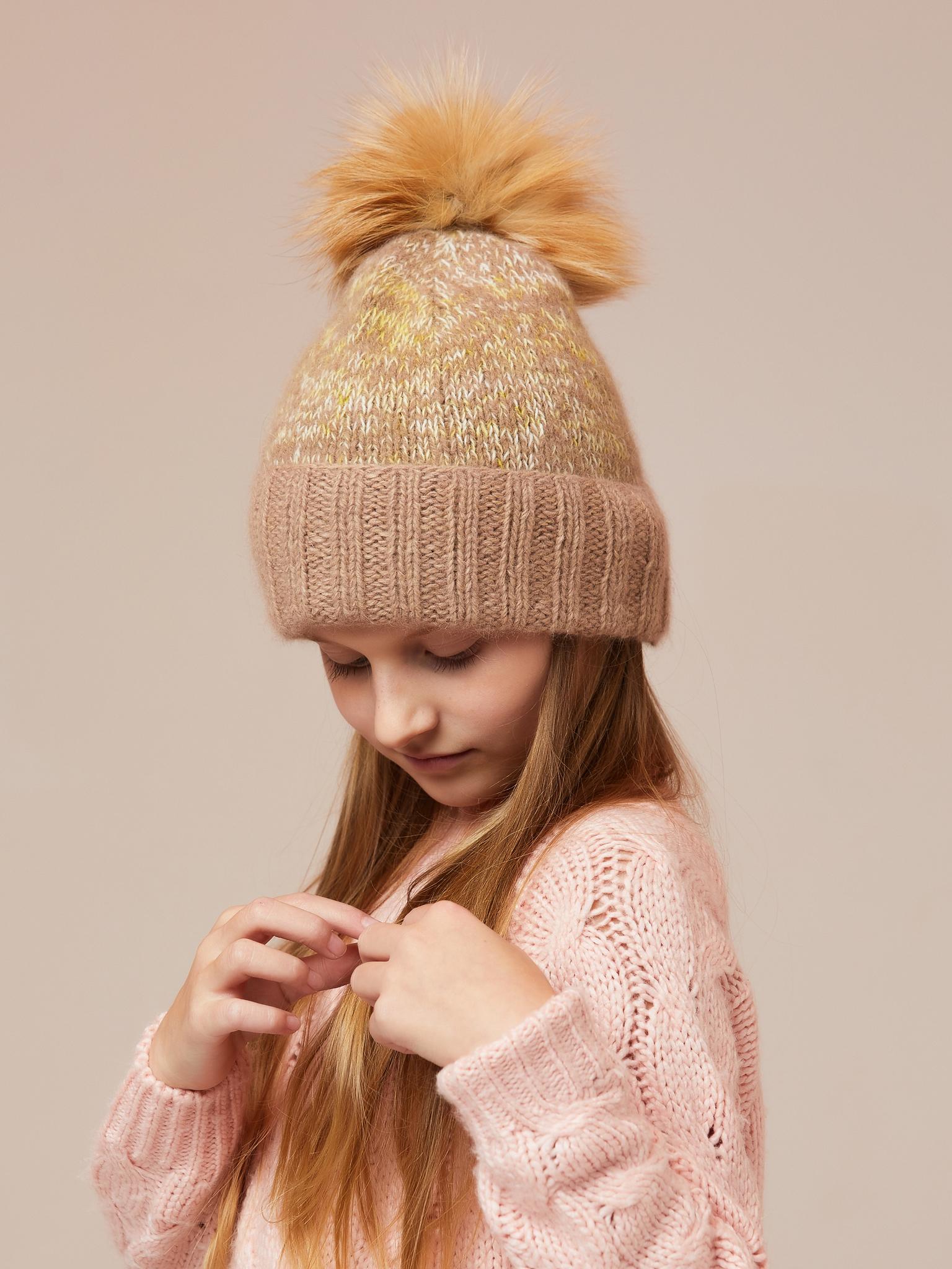 Вязаная шапка для девочки ангора рыжий с помпогом
