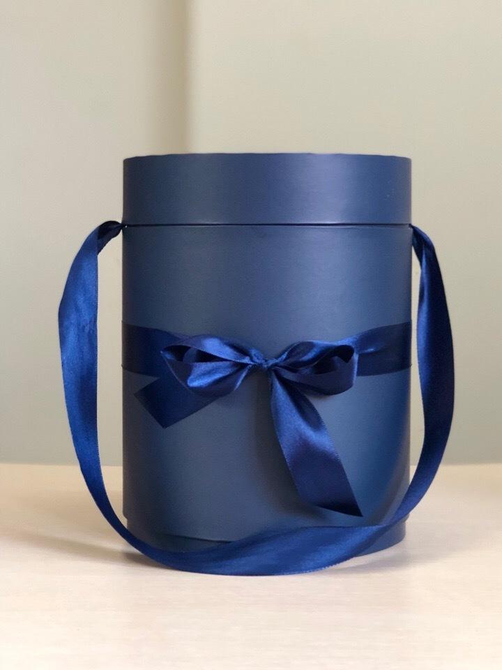 Шляпная коробка D18 см Цвет: темно синий  .  Розница 450 рублей .