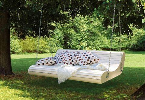 Подвесной деревянный диван