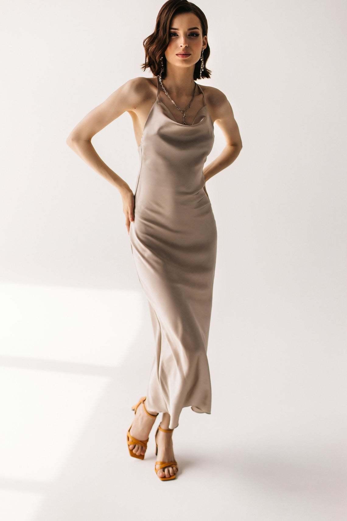 Шелковое платье натуральный шелк цвет перл длина миди