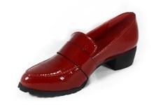Лаковые красные туфли на устойчивом каблуке