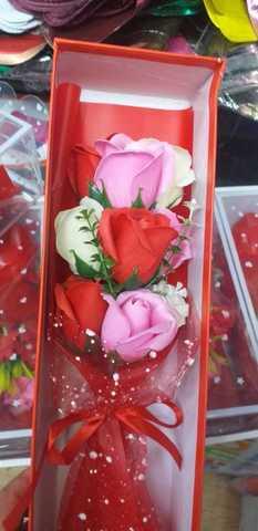 Букет из 9 мыльных роз в подарочной коробке