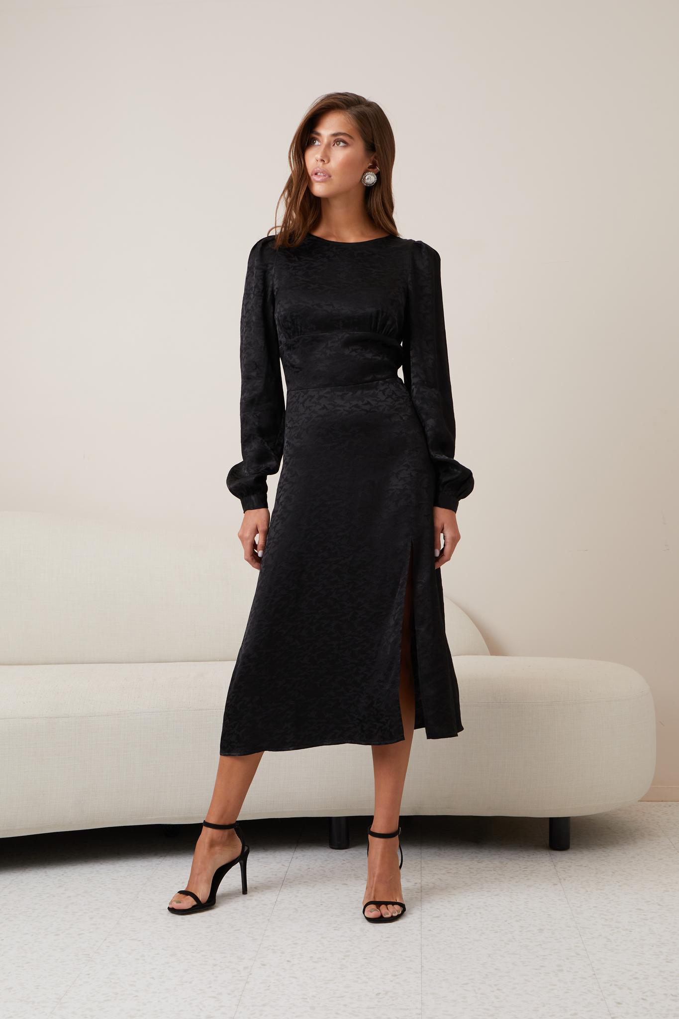 Платье с длинным рукавом и разрезом по ноге (птицы на черном)