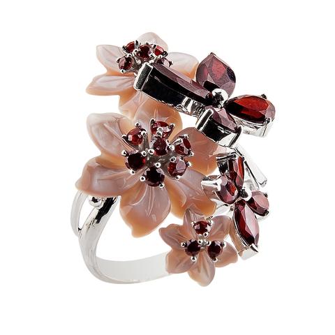 Кольцо с цветами из перламутра и гранатовыми вставками