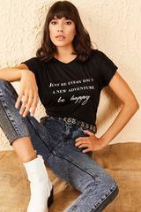 Qadın üçün qara, yazılı t-shirt 10701052