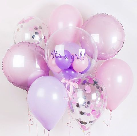 Фонтан из воздушных шаров с надписью на Выписку девочке