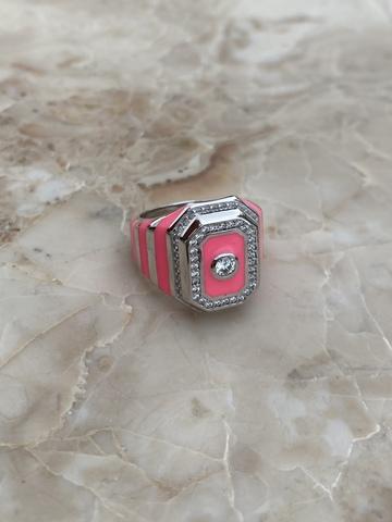 Кольцо-печатка из серебра с розовой эмалью и прозрачным цирконом