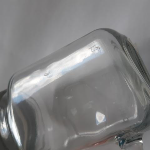 Причина уценки: неровности на стекле/потёртости на крышке/грязь на стекле/сколы на горлышке