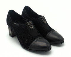 Черные замшевые туфли на интересном каблуке