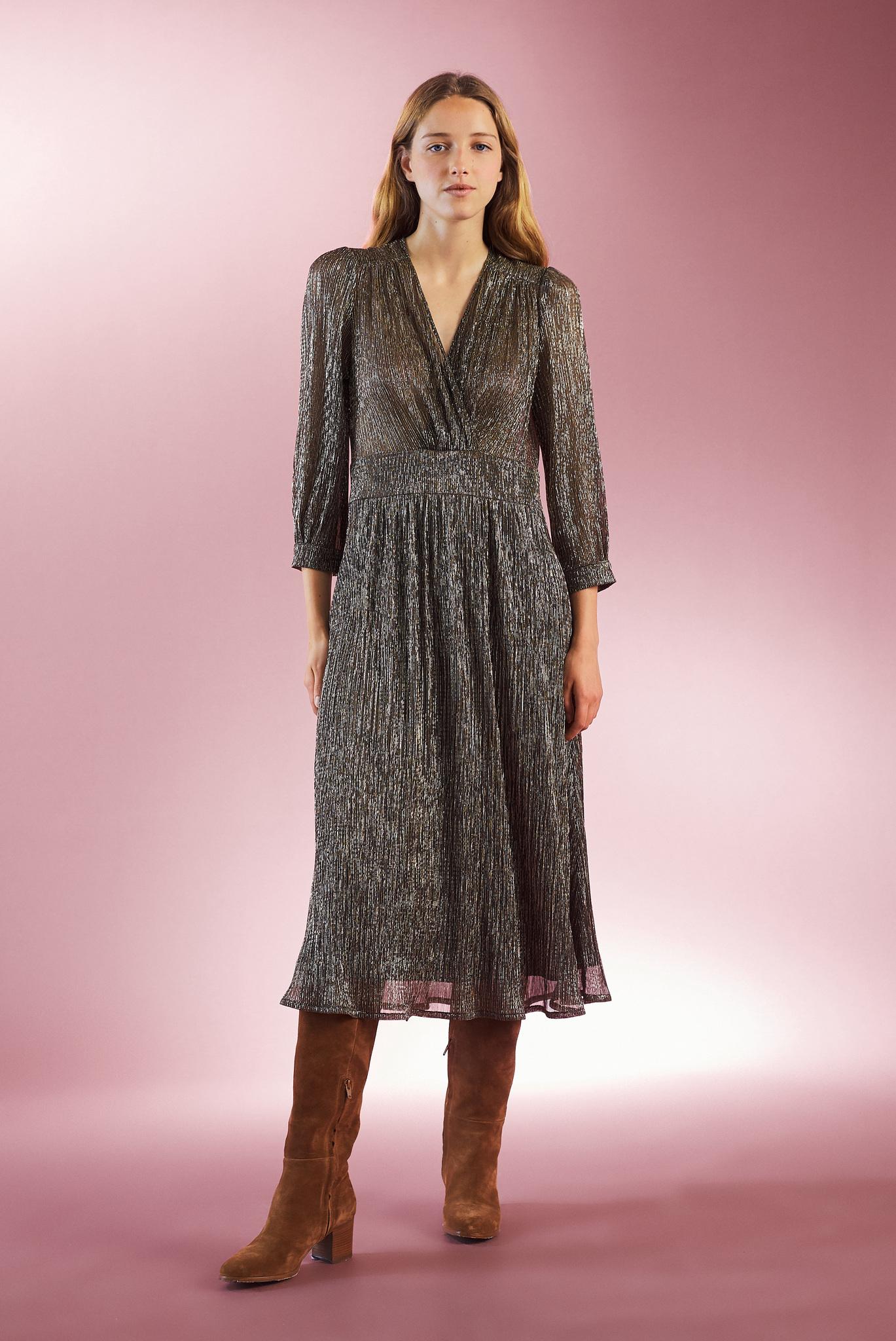 Струящееся платье длины миди
