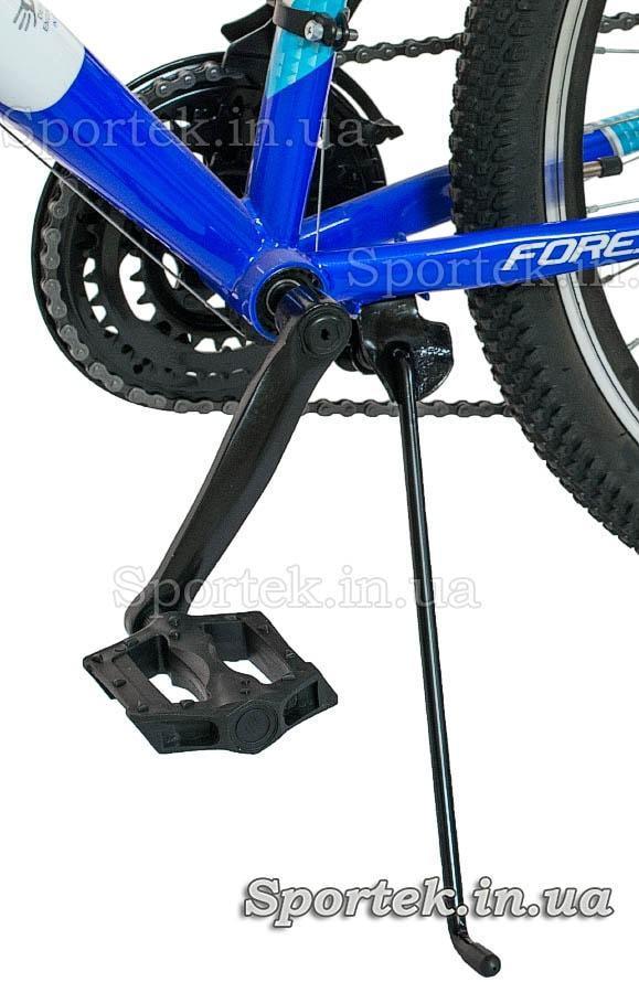 Подножка и педаль горного универсального подросткового велосипеда Formula Forest (Формула Форест)