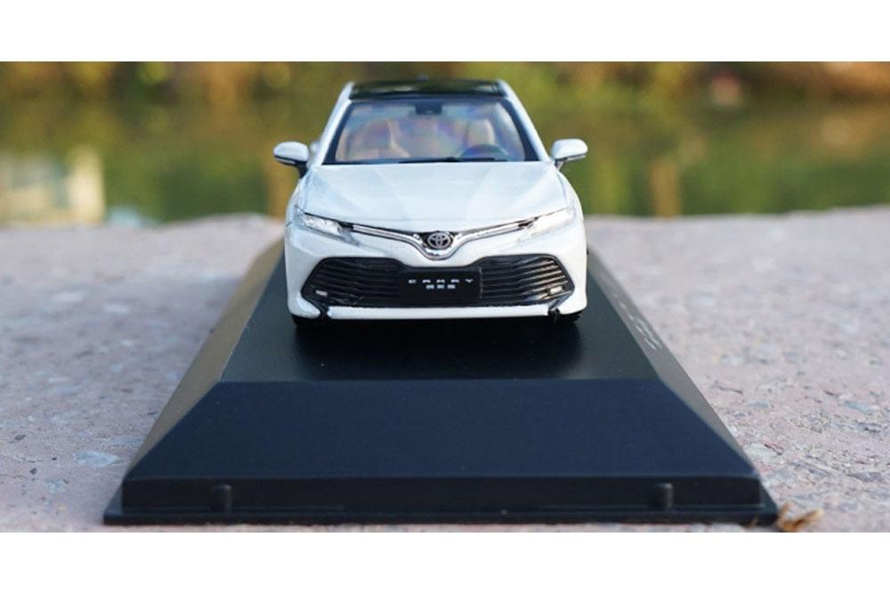 Коллекционная модель TOYOTA CAMRY SL V6 (V70) 2019 WHITE (1:43)