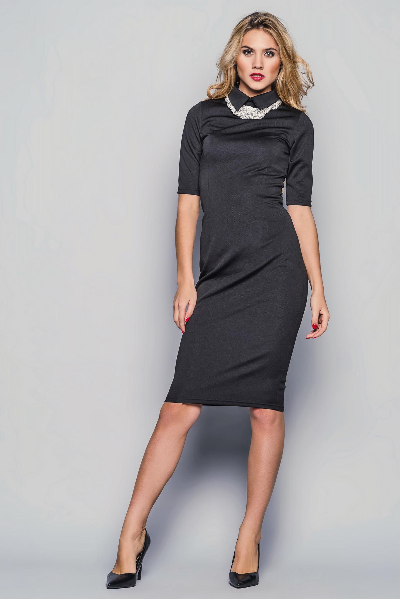 Платье-футляр с воротником, черное