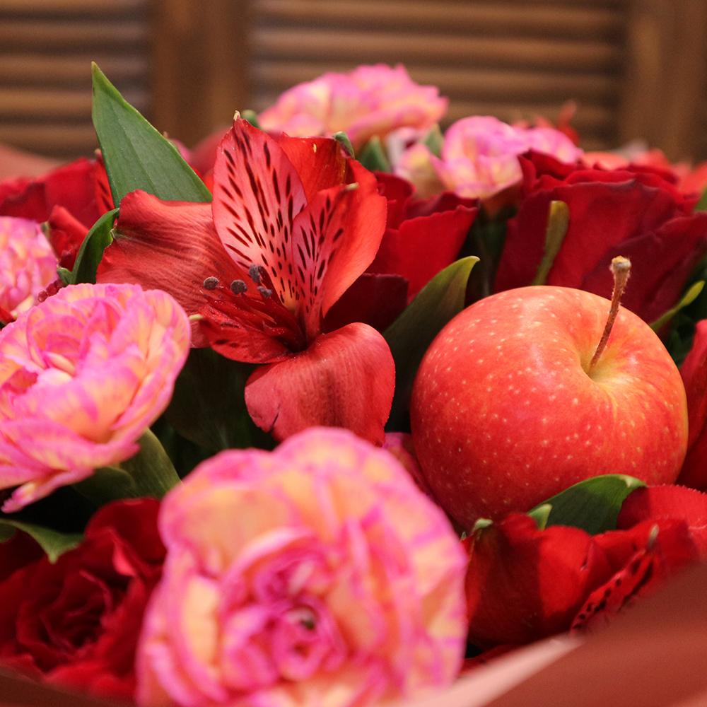 Купить букет с яблоками и гвоздикой в Перми
