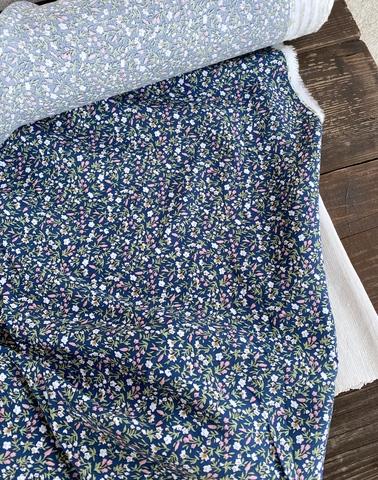 Вискоза штапель Розовые цветочки на синем