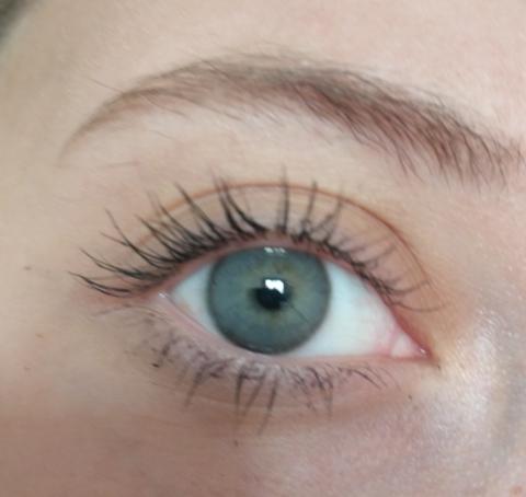 Темно серые линзы на серо голубых глазах