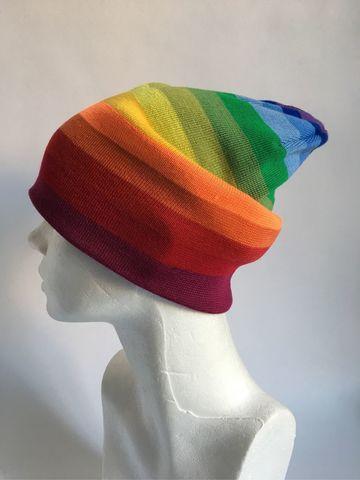 Радужная шапка бини