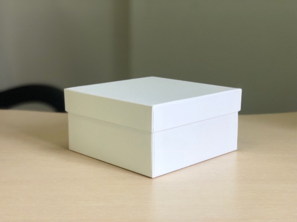 Квадратная коробка 15см .Цвет;белые. В розницу 200 рублей