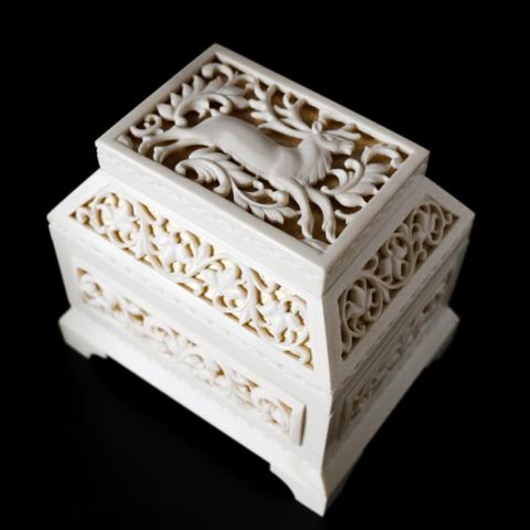 Шкатулка из кости «Олень»
